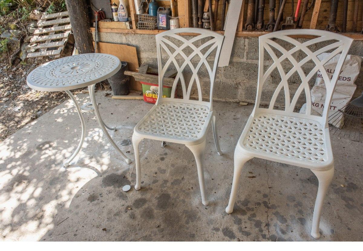 Metal Garden Furniture sprayed with Grepp Primer