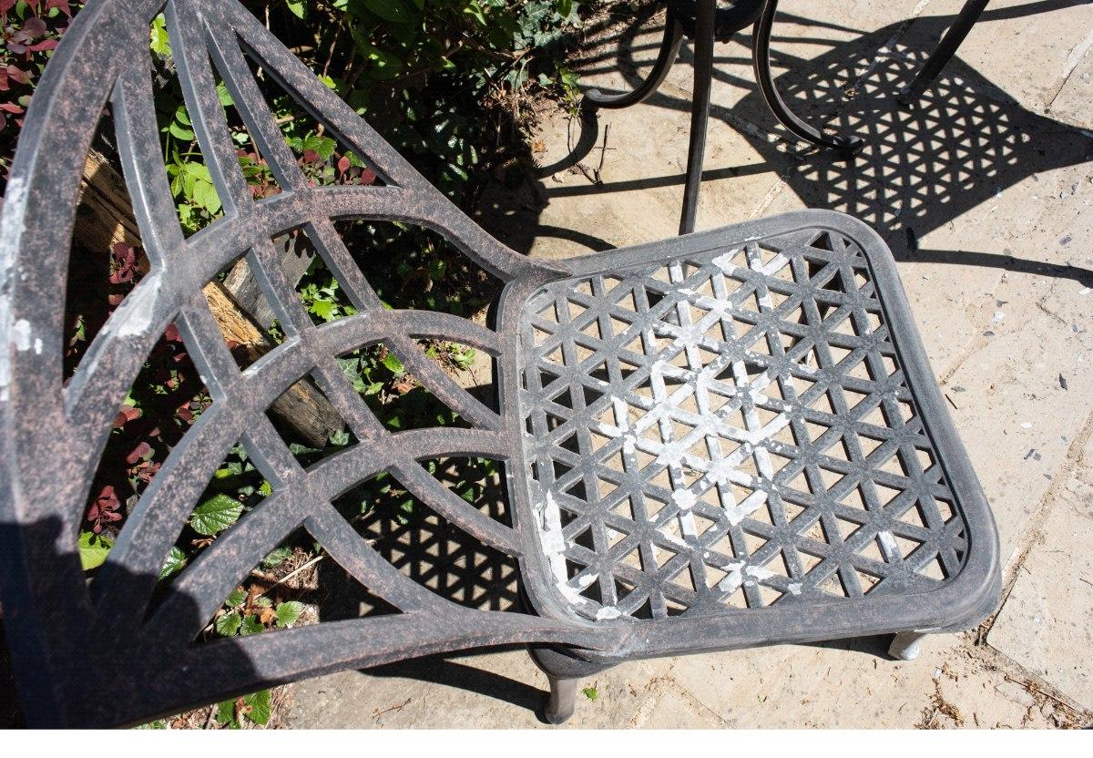 Preparing metal garden furniture before spray painting
