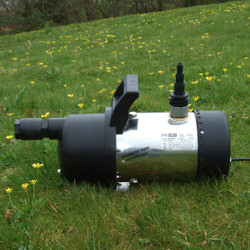 Portable Garden Pump with Handle and Multi-hosetail reducer. Non Return Valve is fitted to the inlet.