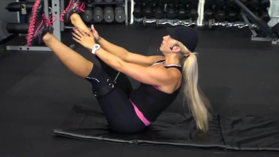 Personal Trainer, Shannon Denton, performing a fast core workout to help women build core strength