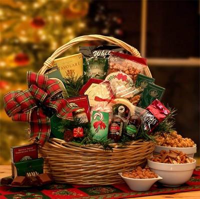 Holiday Celebrate Christmas Gift Basket