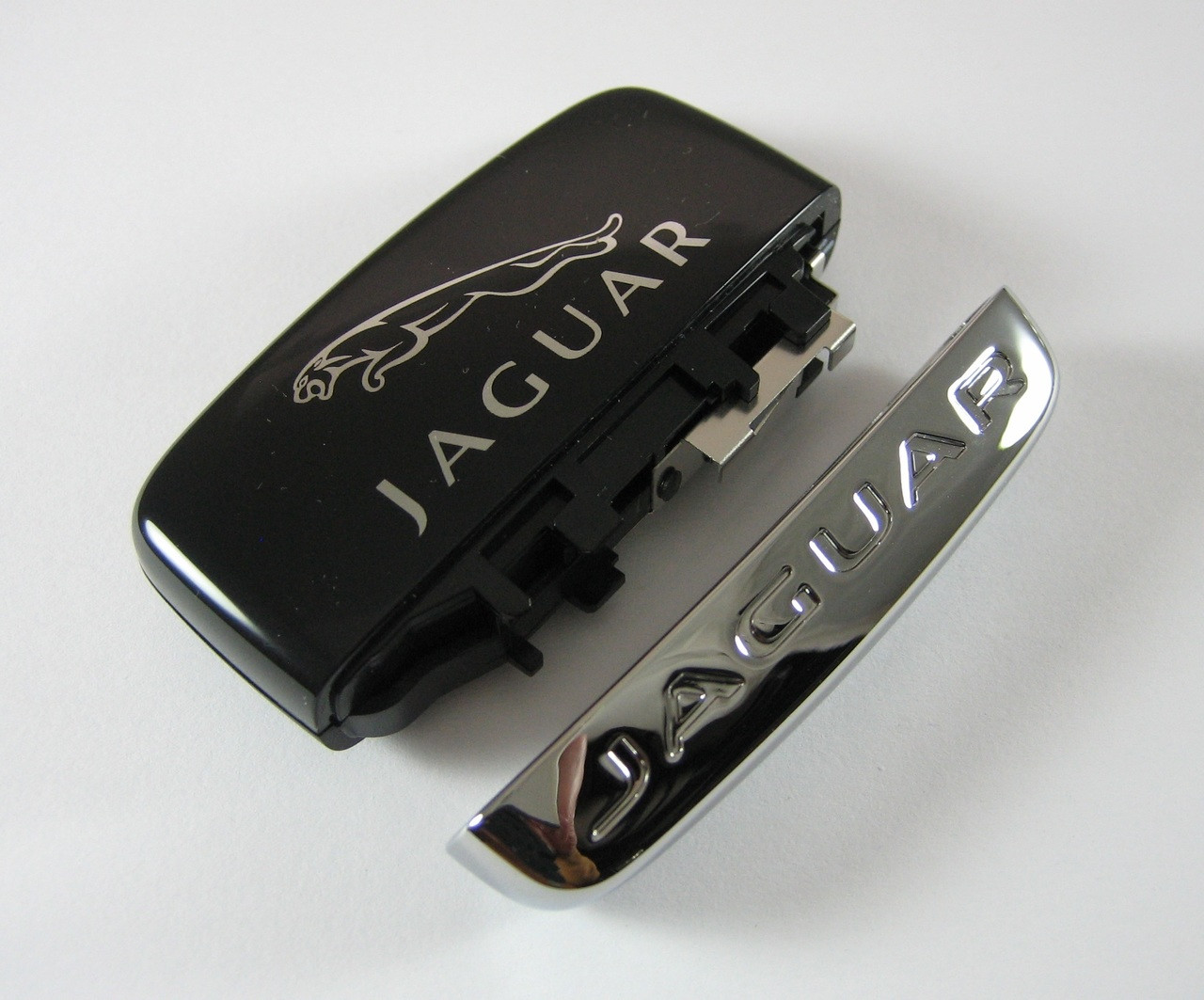 New Jaguar XF XJ  F-TYPE Key Fob Cap Chrome Cover C2D33135
