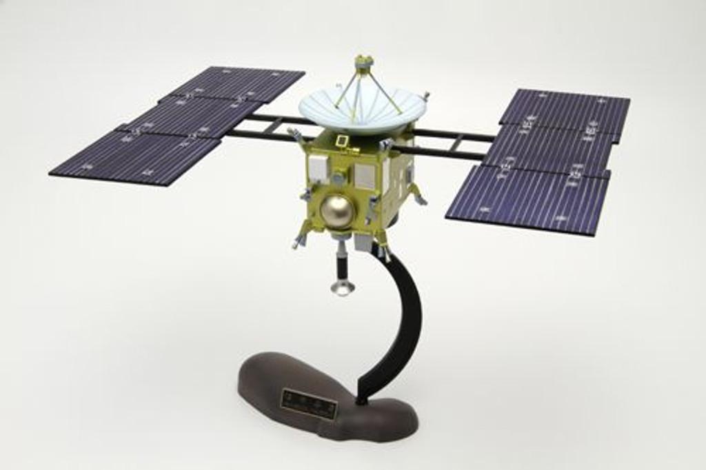 Aoshima 49020 Hayabusa Muses-C (Planet Search Space Craft) 1/32 scale kit