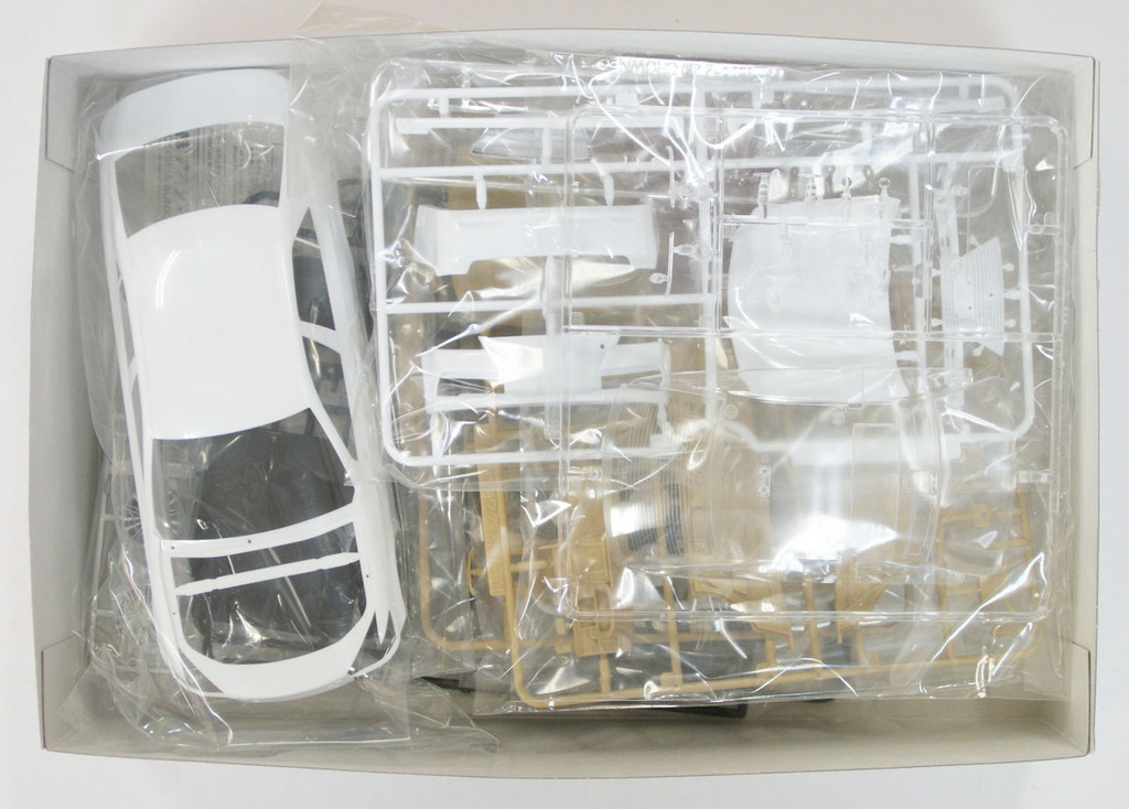 Aoshima 08454 AWS210 Toyota Crown Hybrid Royal Saloon G 2012 1/24 Scale Kit
