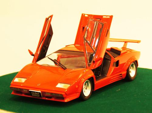 Aoshima 11546 Lamborghini Countach 5000 Quattrovalvole Injection Ver. 1/24 scale kit