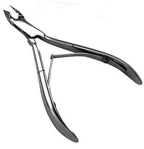 Cuticle Nipper is made in Italy of high quality Stainless Steel to keep the cutting edges sharp and rust-free. Precise cutting action with double-leaf spring.