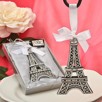 Eiffel Tower design ornament
