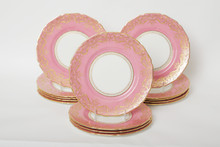SET OF 14 GILT ENCRUSTED DINNER PLATES ON PINK GROUND