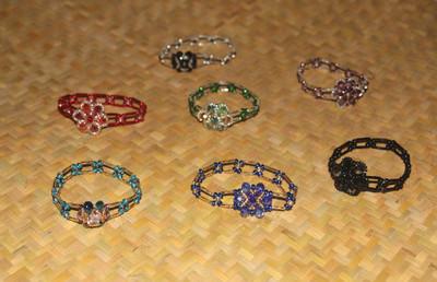 Flowered stretch bracelets