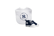 NY Yankees Bib and Shoes 2 pc Gift Set