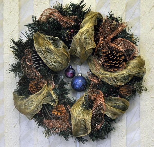wreath-abca-cop-mesh-ornaments-close-up-72-600.jpg