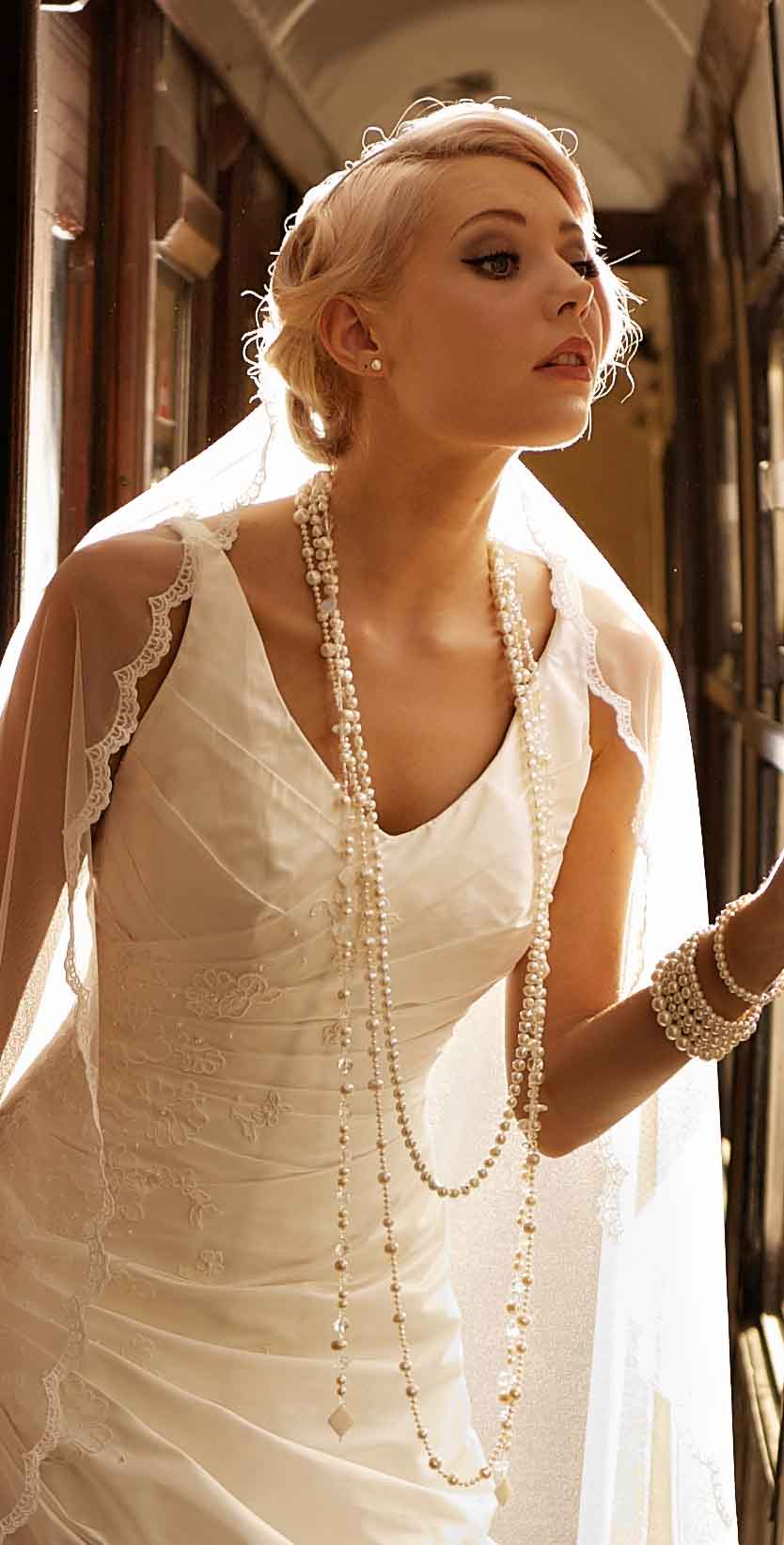 lariot-pearl-necklaces-on-model.jpg