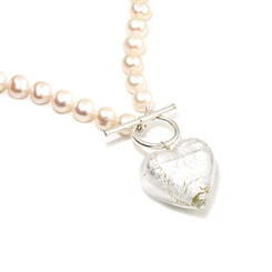 silver murano heart and pearl necklace looks gorgeous as a wedding necklace