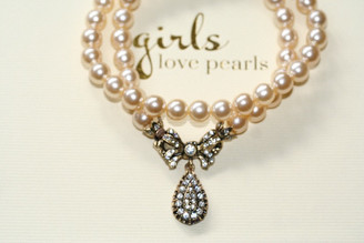 Vintage inspired pretty bow on pearl necklace
