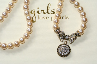 Jemma vintage detailed bow on pearls necklace 2