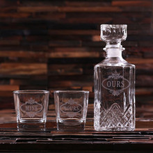 Groomsmen Bridesmaid Gift Personalized Whiskey Decanter with 2 Whiskey Glasses