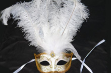 VENETIAN MASK W/FEATHERS WHT/GLD