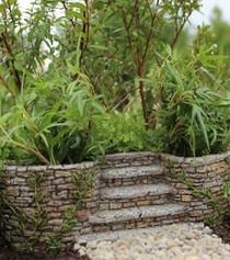 Ivy Planter w/Stairway