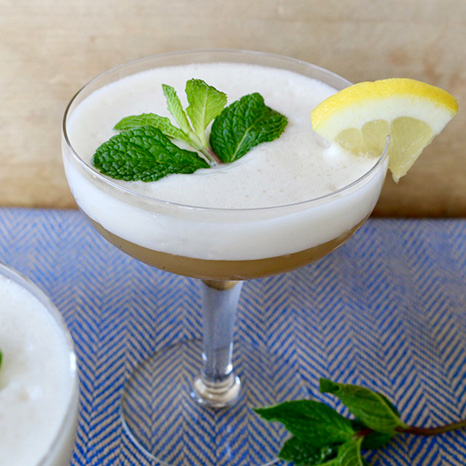 Peppermint Gin Fizz Tea Cocktail