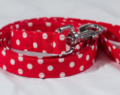 "Retro Red Chasin' Tail Leash  Chasin' Tail Doggie Designs are special handmade creations.  Each piece is made by hand, with care, in Boring Oregon.  Chasin' Tail handcrafted leashes are 5 feet in lenght available in 3 widths.  They feature a durable swivel hook.  Leashes are made from a washable fabric.  Gently wash and hang to dry.  Chasin' Tail dog leashes can be ironed with a cool iron to remove wrinkles if they should appear.  Chasin' Tail leashes come in the following widths.   SM 5/8"" wide  Med 3/4"" wide  LG  1"" wide  Chasin' Tail also offers matching handmade collars and cute collar accessories like Bow Ties and Flowers.  Look for them to order and complete your pet's special look."