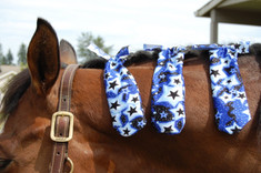 Mane Aids, braid protection from Sleazy Sleepwear for Horses.  Mane Aid mane bags are a wonderful way to protect braids from dirt and rubbing.  The Mane Aid is made from nylon lycra, they are small bags measuring approximately 8 inches long and 3 inches wide.  Mane Aids can be easily applied using the two 4 inch lycra extension ties.   Available in all the Solid colors and current Print selection from Sleazy Sleepwear for Horses  3 per package. ** ONE SIZE** (Twinkle Pattern Featured in Photo)