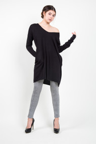 C'est Moi V-Neck Top in Black