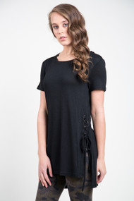 Dex High Low Scoop Neck Tee in Black