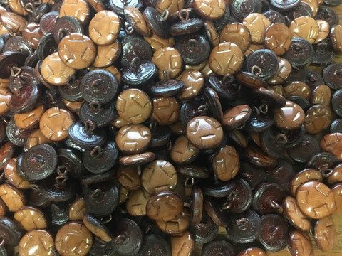 NATURAL COLOR  30/  GENUINE LEATHER BUTTONS