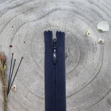 "Atelier Brunette - Zipper - Midnight 40 cm (15.7"") - Invisible"