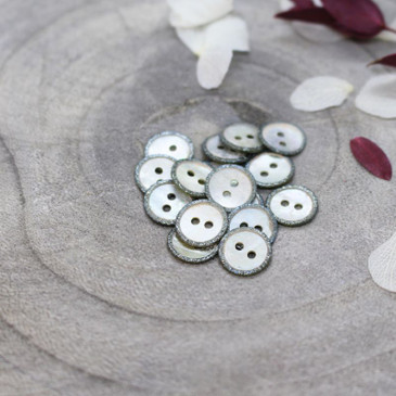 Atelier Brunette - Glitz Button in Storm (10 mm)