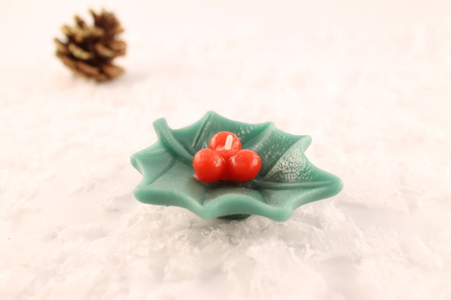 Beeswax Floating Holly Leaf Candle