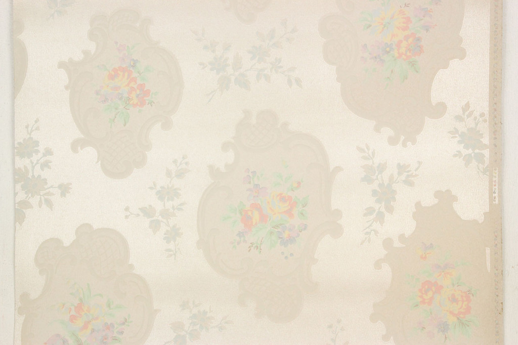 1940s Vintage Wallpaper Bouquets with Scrolls on White
