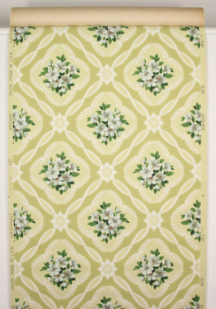 1940s Vintage Wallpaper Bouquets on Yellow