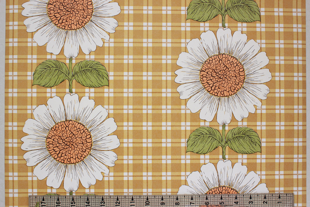 1970s Vintage Wallpaper Sunflowers on Gold Brown Plaid