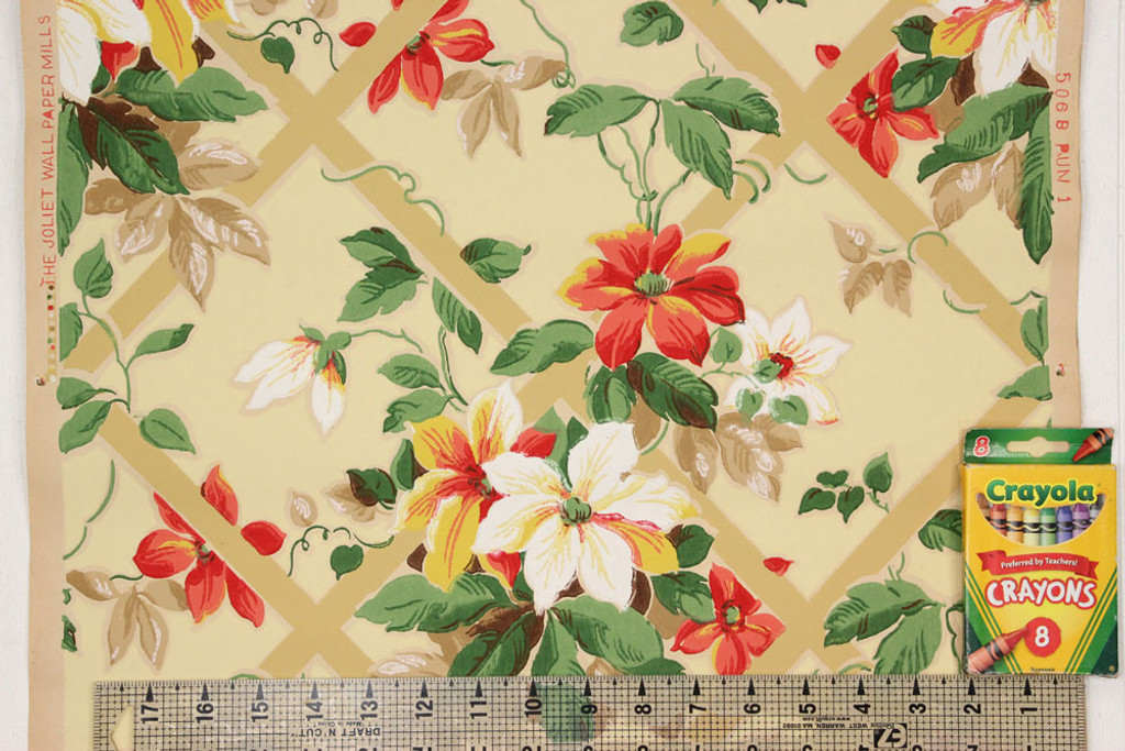 1930s Vintage Wallpaper Red and White Flowers Lattice