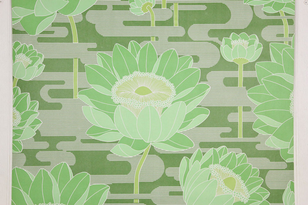 1970s Retro Vintage Wallpaper Large Flowers on Green