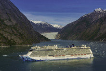 NCL ship the Bliss in Alaska