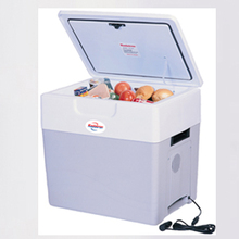 Koolatron P-85 Krusader 52 Quart Cooler and Warmer