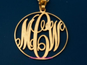 Monogram Necklace Script with Circle Style