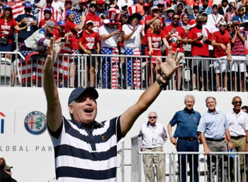 fred-couples-cheers-crowd-september-2017.jpg
