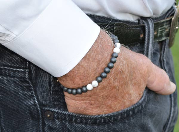 IonLoop  mag/fusion +Plus  Smoke White Bracelet contains medium sized slate gray magnetic pearls (front view)