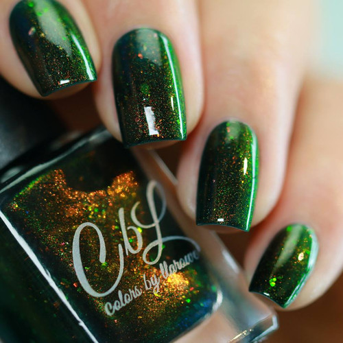 Evergreen Dreams from the Holiday 2018 Collection by Colors by Llarowe AVAILABLE AT GIRLY BITS COSMETICS www.girlybitscosmetics.com | Photo credit: IG@ressa_d
