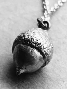 Small Silver Acorn Pendulum