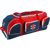 Stand Up design with separate protective bat pocket, which can hold up to 3 bats. Large main compartment for simple storage combined with 4 side pockets for small items. Premium quality wheelie bag with full length runners and deluxe wheels. Size: 95 x 40 x 40cm Number of Pockets: 5