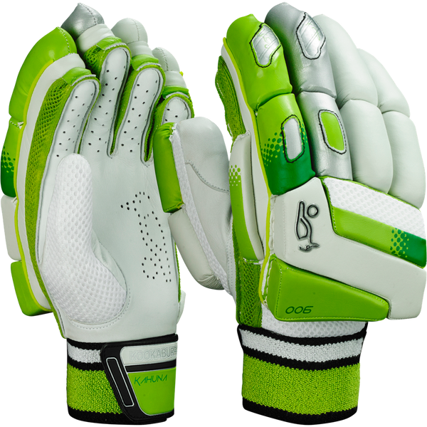 Total Shock Dispersion is an innovative soft fill layer in the back of the hand - providing superior comfort and feel.