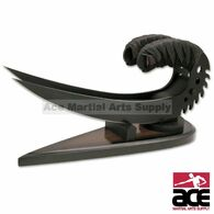 Riddick's Saber Claw - Black with Stand