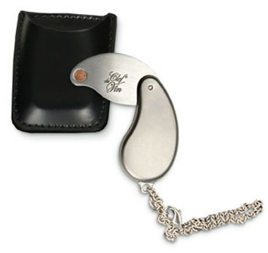 Clef du Vin Wine Ager and pouch.