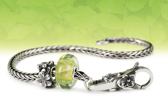 2021-exhale-bracelet-close-up-small.jpg