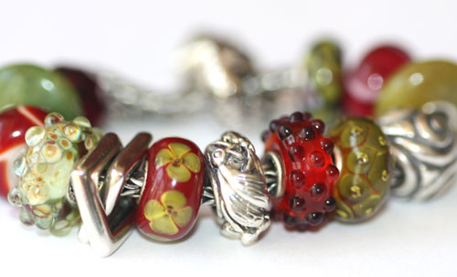 olive-and-red-trollbeads-ga.jpg