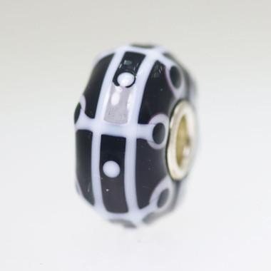 Black & White Bead